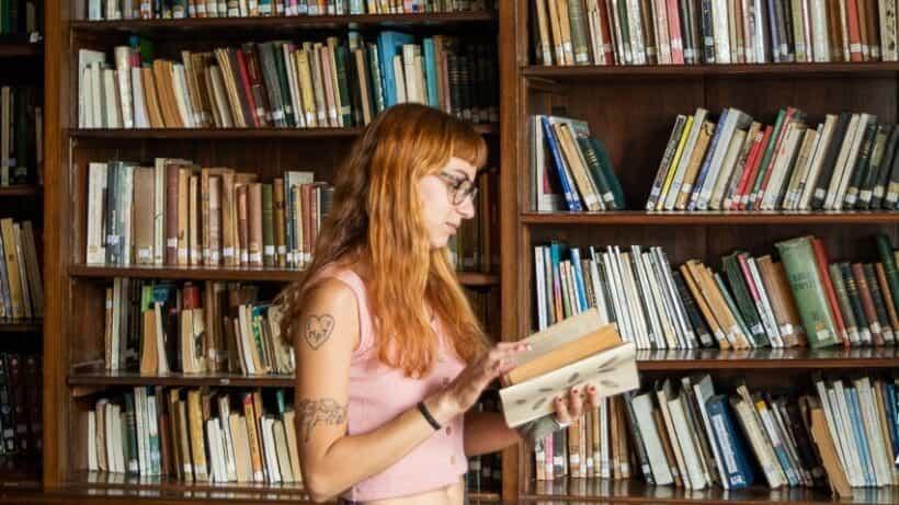 Lecturas y recomendaciones en un ciclo audiovisual de la Biblioteca Ameghino