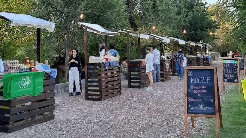 El Paseo Calelian amplía su oferta de puestos y food trucks