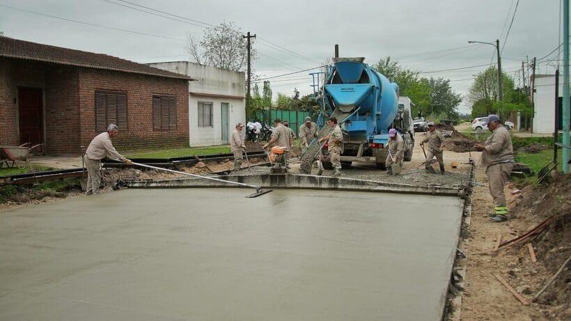 Continúa la pavimentación de calles en el barrio Lanusse